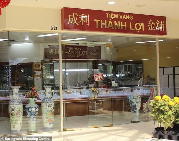 Úc đình chỉ thẩm mỹ viện chui bên trong tiệm vàng tên Thành Lợi, đề nghị khách hàng cũ đi xét nghiệm bệnh truyền nhiễm - Ảnh 1.