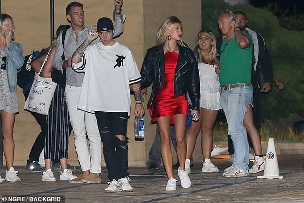 Hẹn hò Justin Bieber, Hailey lên đồ lồng lộn xẻ tà lấn át cả ông xã: Khoe body nóng bỏng, vòng 3 lấp ló nguy hiểm - Ảnh 3.