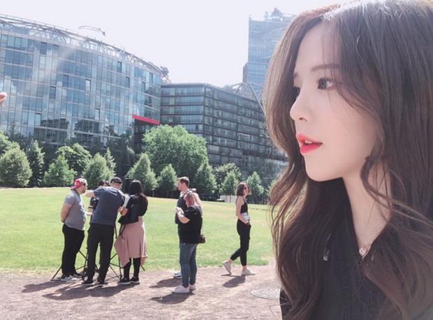 Ngắm nét đẹp nữ game thủ duy nhất tại PMCO PRELIMS 2019 - Ngỡ như idol Hàn debut chơi game! - Ảnh 2.
