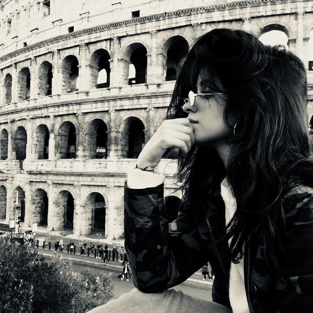 Tính ra tần suất đi du lịch của Camila Cabello cũng nhiều như số lần được fan ship với Shawn Mendes - Ảnh 2.
