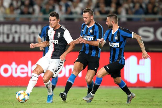 Ronaldo sút phạt thành bàn giải cứu đàn em De Ligt và Juventus - Ảnh 5.