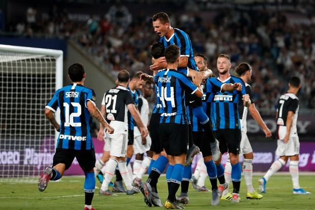 Ronaldo sút phạt thành bàn giải cứu đàn em De Ligt và Juventus - Ảnh 3.