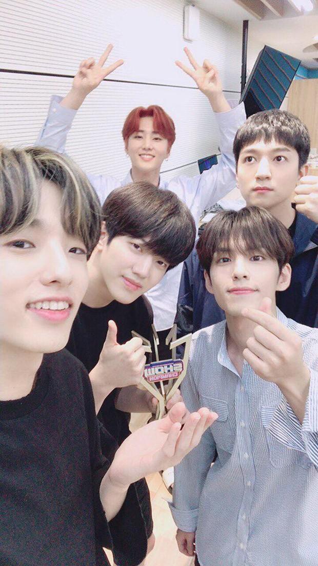 Boygroup tài năng nhà JYP giành chiếc cúp âm nhạc đầu tiên trong sự nghiệp sau 4 năm hoạt động miệt mài - Ảnh 4.