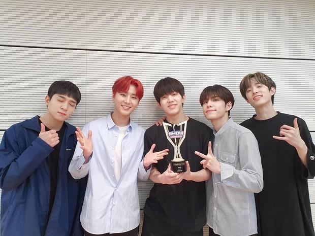 Boygroup tài năng nhà JYP giành chiếc cúp âm nhạc đầu tiên trong sự nghiệp sau 4 năm hoạt động miệt mài - Ảnh 1.
