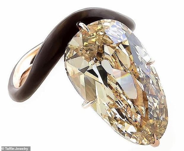 Những đám cưới được mong chờ nhất Hollywood 2019: Người khoe nhẫn kim cương, người tấp nập chuẩn bị hôn lễ - Ảnh 2.