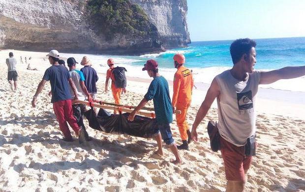 Từ vụ du khách Việt bị sóng cuốn tử nạn ở Indonesia: Bãi biển Kelingking đẹp thứ 2 châu Á nhưng ẩn chứa nhiều hiểm nguy - Ảnh 1.