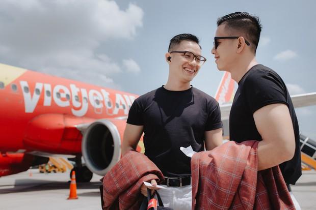 """Sau """"Người ấy là ai"""", Đức Hiền và Sơn Tùng bên nhau tình tứ trong chuyến kỷ niệm đặc biệt tại Phú Quốc - Ảnh 1."""