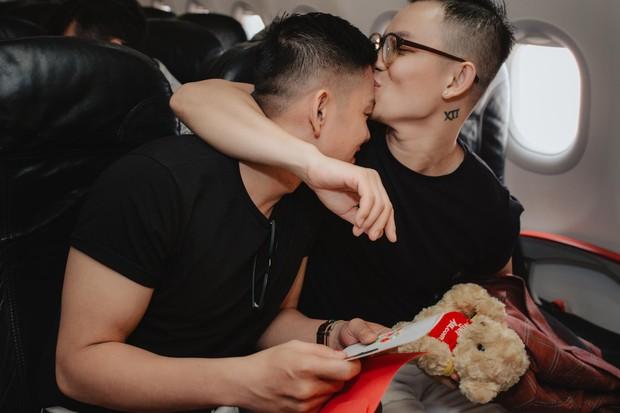 """Sau """"Người ấy là ai"""", Đức Hiền và Sơn Tùng bên nhau tình tứ trong chuyến kỷ niệm đặc biệt tại Phú Quốc - Ảnh 4."""