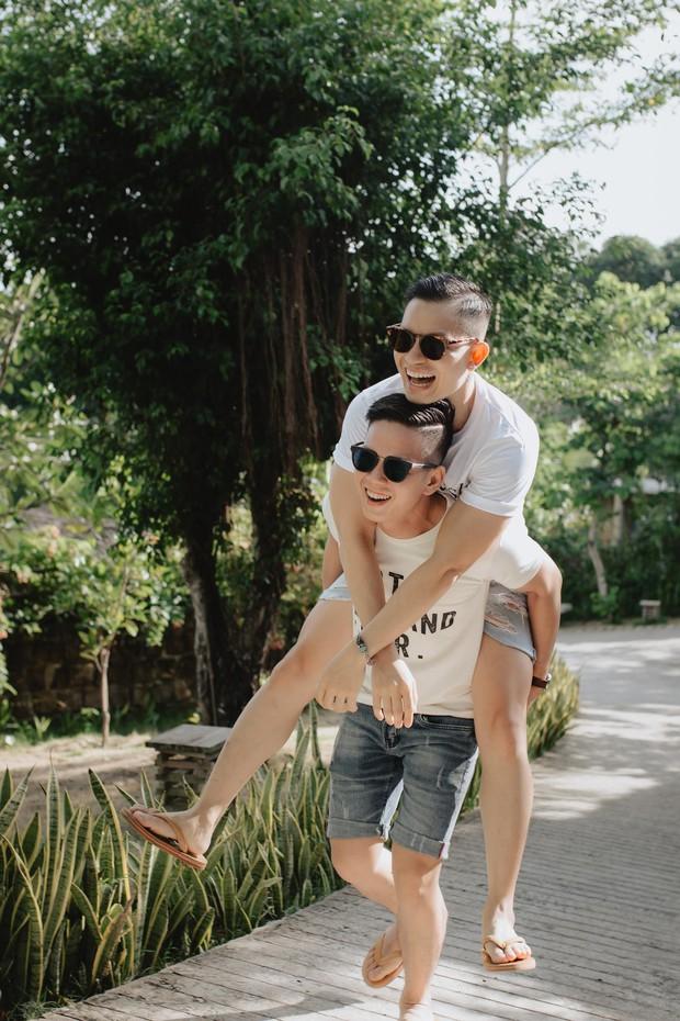 """Sau """"Người ấy là ai"""", Đức Hiền và Sơn Tùng bên nhau tình tứ trong chuyến kỷ niệm đặc biệt tại Phú Quốc - Ảnh 5."""