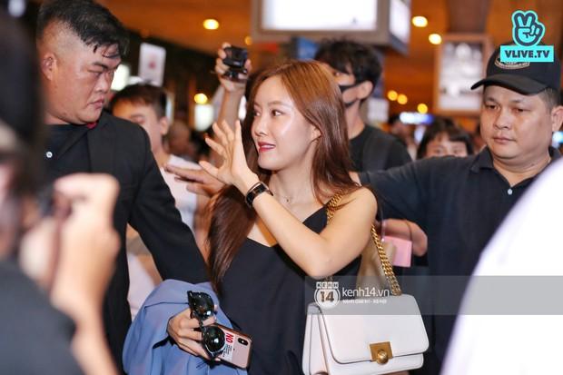 Tới sân bay Tân Sơn Nhất lúc tối muộn, Hyomin (T-ara) tiếp tục gây sốt với làn da đời thực mịn màng giữa biển fan - Ảnh 2.