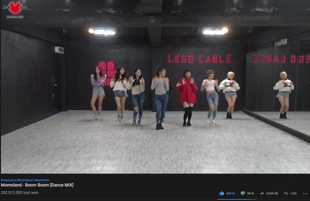 Nhảy đẹp như BTS cũng phải bất lực vì MOMOLAND mới là nhóm thứ 2 lập thành tích khủng như BLACKPINK - Ảnh 1.