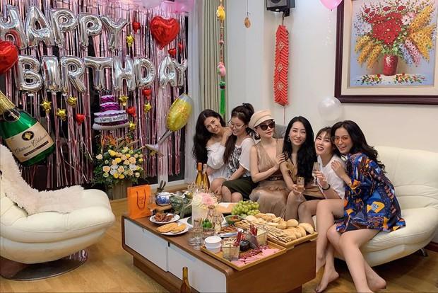 Xuất hiện thêm hội bạn thân siêu chất của showbiz Việt: Quy tụ toàn đại gia ngầm, nhan sắc nóng bỏng không phải dạng vừa đâu - Ảnh 13.