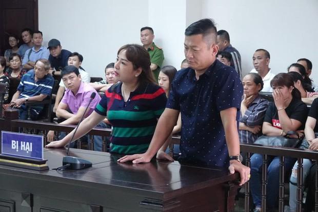 Tiểu thương chợ Long Biên từng 2 lần muốn tự tử, bật khóc khi giáp mặt trùm bảo kê Hưng Kính tại tòa - Ảnh 1.