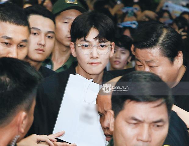 Tài tử Ji Chang Wook và Suju đã có mặt ở sân bay Nội Bài: Điển trai cực phẩm, nhìn biển fan Việt đến đón mà chóng mặt - Ảnh 9.