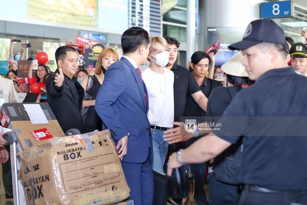 Vị thần phương Đông Jaejoong (JYJ) đầy bảnh bao tại sân bay Tân Sơn Nhất, khiến fan Việt vỡ òa khi trở lại sau 7 năm - Ảnh 1.