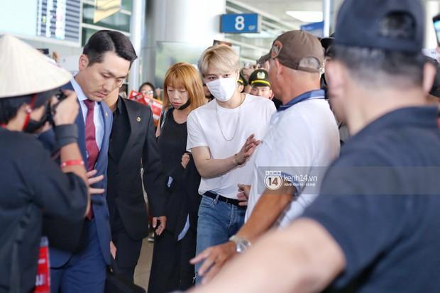 Vị thần phương Đông Jaejoong (JYJ) đầy bảnh bao tại sân bay Tân Sơn Nhất, khiến fan Việt vỡ òa khi trở lại sau 7 năm - Ảnh 2.
