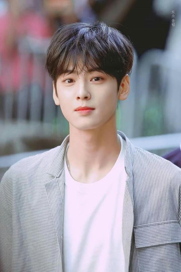 Top 3 sao nam được đàn ông Hàn chọn làm hình mẫu dao kéo: Park Bo Gum đẹp trai thế mà còn phải thua tài tử kém nổi - Ảnh 10.
