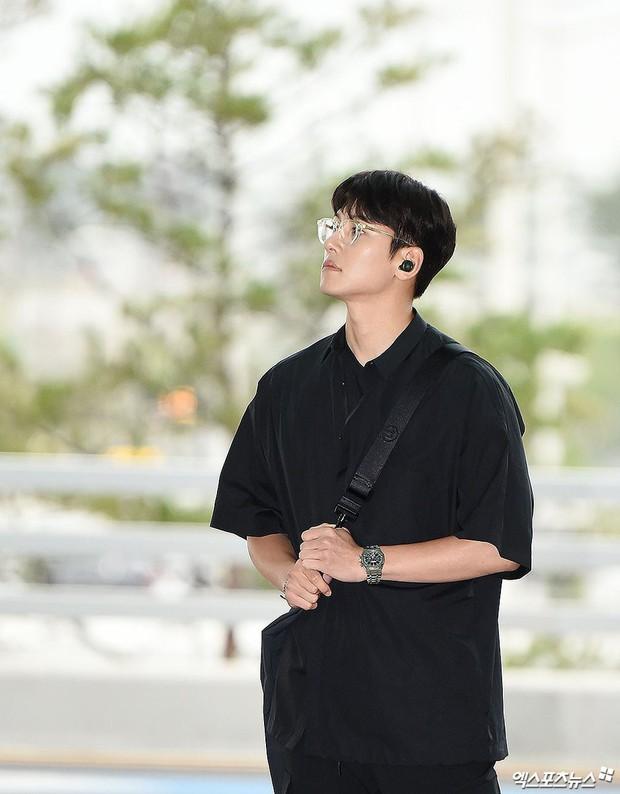 Tài tử Hoàng hậu Ki Ji Chang Wook đẹp trai hết nấc tại sân bay Hàn, chuẩn bị đến Hà Nội trong vài tiếng nữa - Ảnh 3.