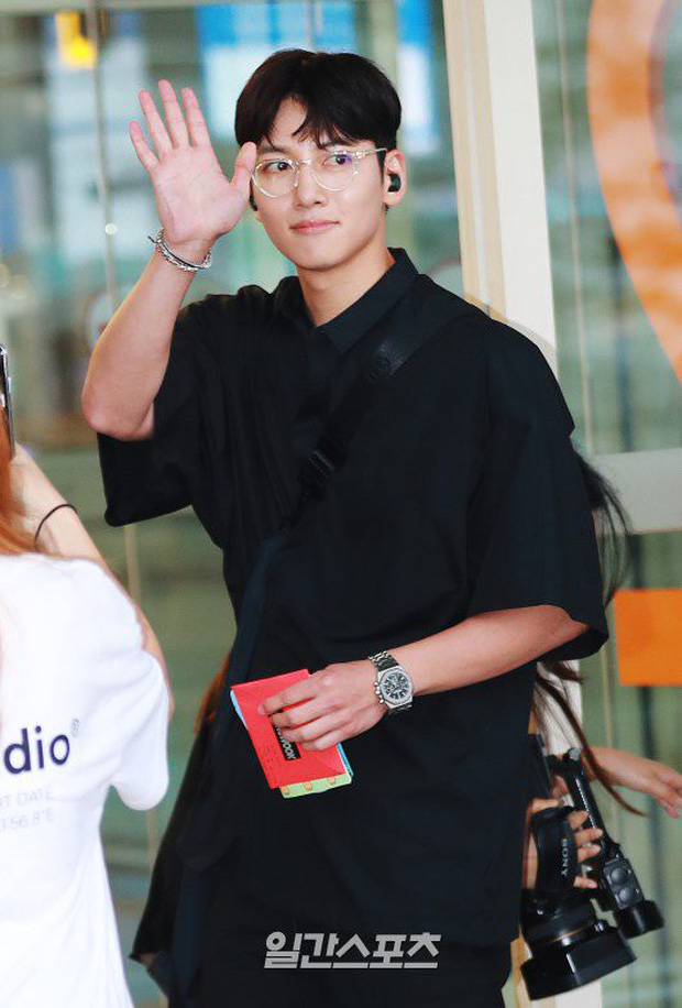 Tài tử Hoàng hậu Ki Ji Chang Wook đẹp trai hết nấc tại sân bay Hàn, chuẩn bị đến Hà Nội trong vài tiếng nữa - Ảnh 5.