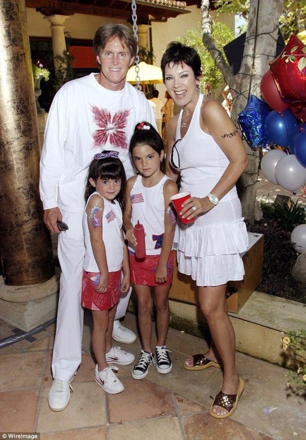 Dàn sao rich kid siêu giàu của Hollywood tự thân vận động: Taylor Swift, chị em Kardashian chưa phải máu mặt nhất - Ảnh 6.