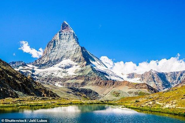 Ngọn núi đẹp nhất thế giới Matterhorn bắt đầu nứt vỡ vì tan băng - Ảnh 1.