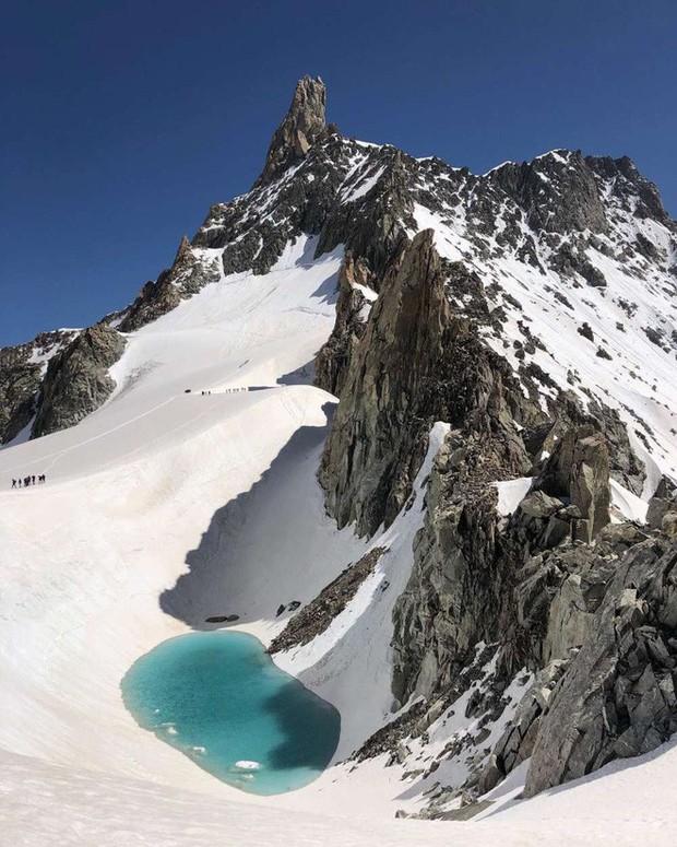 Phát hiện một hồ nước mới hình thành ở độ cao 3.400 mét trên dãy Alps, tình hình biến đổi khí hậu đang ngày càng trầm trọng - Ảnh 2.