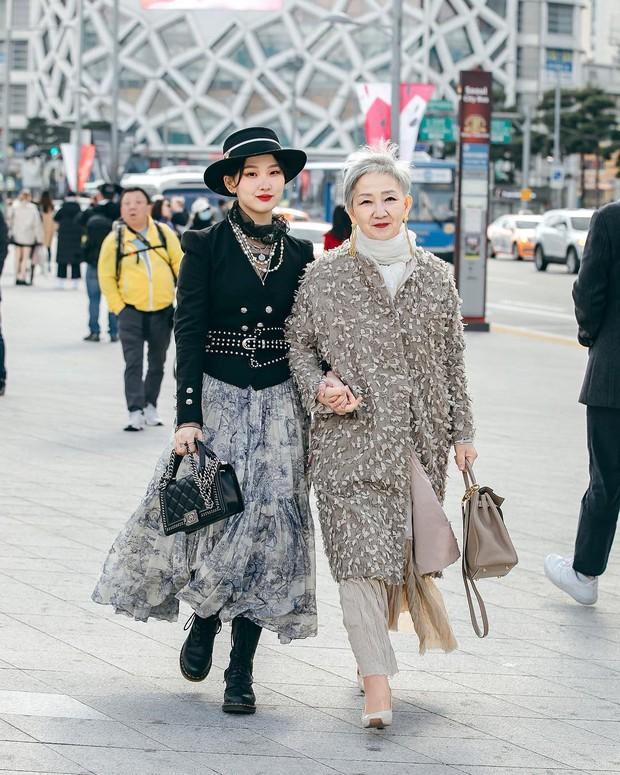 Đầu đã bạc nhưng không thích mặc kiểu người già, cụ bà Hàn Quốc khiến giới trẻ chạy dài hàng kilomet vì style cực chất - Ảnh 2.
