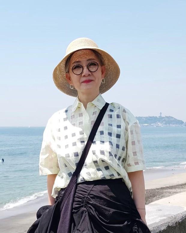 Đầu đã bạc nhưng không thích mặc kiểu người già, cụ bà Hàn Quốc khiến giới trẻ chạy dài hàng kilomet vì style cực chất - Ảnh 3.