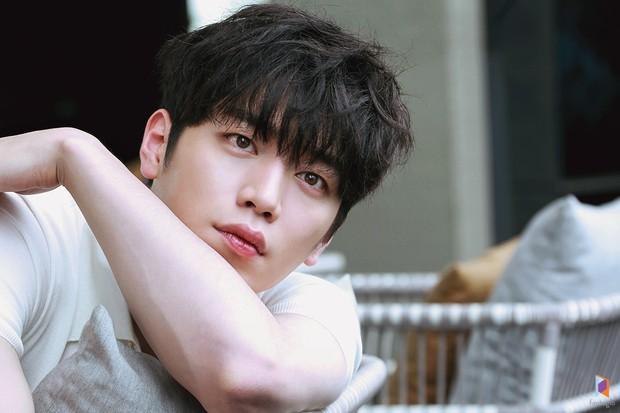 Top 3 sao nam được đàn ông Hàn chọn làm hình mẫu dao kéo: Park Bo Gum đẹp trai thế mà còn phải thua tài tử kém nổi - Ảnh 2.