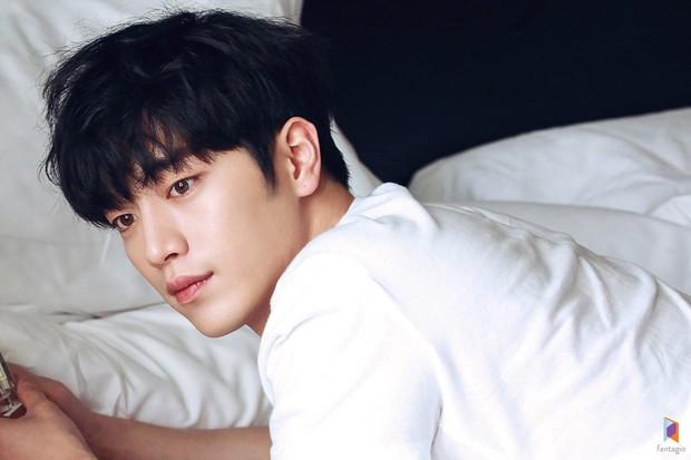 Top 3 sao nam được đàn ông Hàn chọn làm hình mẫu dao kéo: Park Bo Gum đẹp trai thế mà còn phải thua tài tử kém nổi - Ảnh 3.