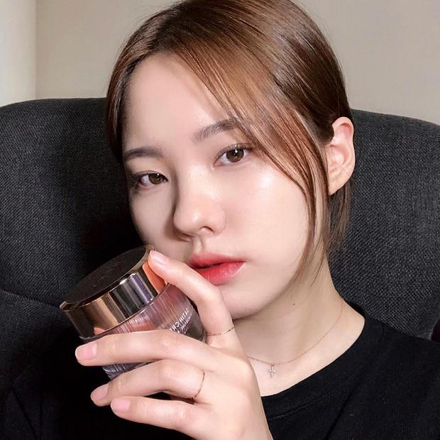 Makeup bóng mướt để chụp selfie ảo như các beauty blogger chẳng hề khó nếu bạn nắm được 5 bí kíp đơn giản - Ảnh 1.