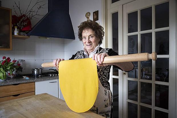 Pasta Grannies: Những người bà làm mì Ý tóc bạc phơ sở hữu kênh Youtube trăm nghìn theo dõi - Ảnh 3.