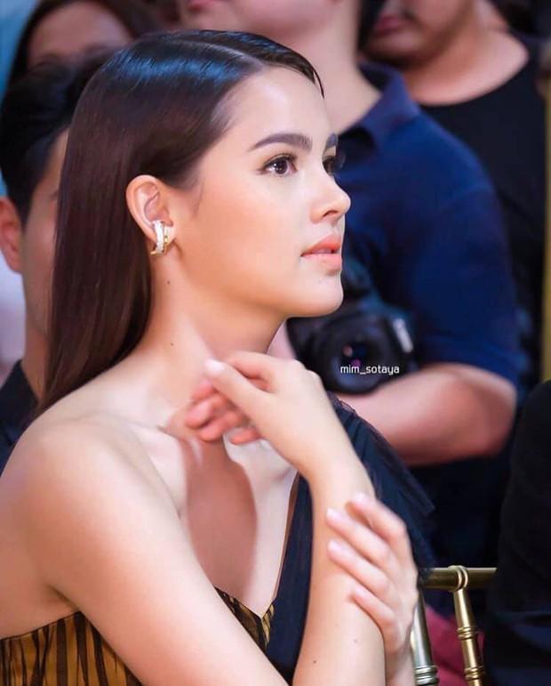 Sự kiện hot nhất Thái Lan: Mỹ nhân Chiếc lá bay nổi bật nhất, át cả vẻ đẹp lai của Yaya, nam thần Tor bảnh bao bên dàn sao khủng - Ảnh 1.