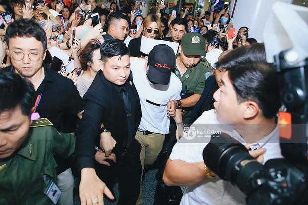 Tài tử Ji Chang Wook và Suju đã có mặt ở sân bay Nội Bài: Điển trai cực phẩm, nhìn biển fan Việt đến đón mà chóng mặt - Ảnh 14.