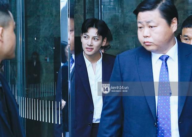 Độc quyền: Tài tử Ji Chang Wook diện vest điển trai như tổng tài, khí chất ngút ngàn tại khách sạn trước sự kiện ở Hà Nội - Ảnh 5.