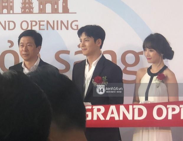 Độc quyền sự kiện hot nhất tại Hà Nội: Ji Chang Wook và Suju ăn diện bảnh bao, Hari Won và em chồng Hà Tăng cũng có mặt - Ảnh 4.