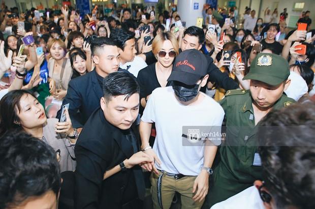 Tài tử Ji Chang Wook và Suju đã có mặt ở sân bay Nội Bài: Điển trai cực phẩm, nhìn biển fan Việt đến đón mà chóng mặt - Ảnh 16.