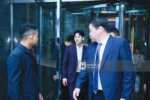 Độc quyền: Tài tử Ji Chang Wook diện vest điển trai như tổng tài, khí chất ngút ngàn tại khách sạn trước sự kiện ở Hà Nội - Ảnh 3.