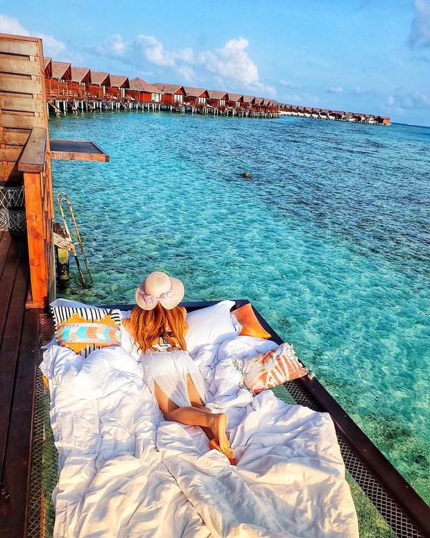 Góc ngược đời: Ngày xưa thì tranh nhau ở resort 5 sao nhưng giờ ai đi Maldives cũng đòi... ra giữa biển ngủ!  - Ảnh 4.