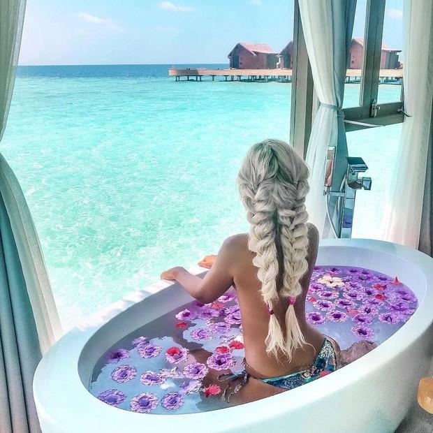 Góc ngược đời: Ngày xưa thì tranh nhau ở resort 5 sao nhưng giờ ai đi Maldives cũng đòi... ra giữa biển ngủ!  - Ảnh 9.