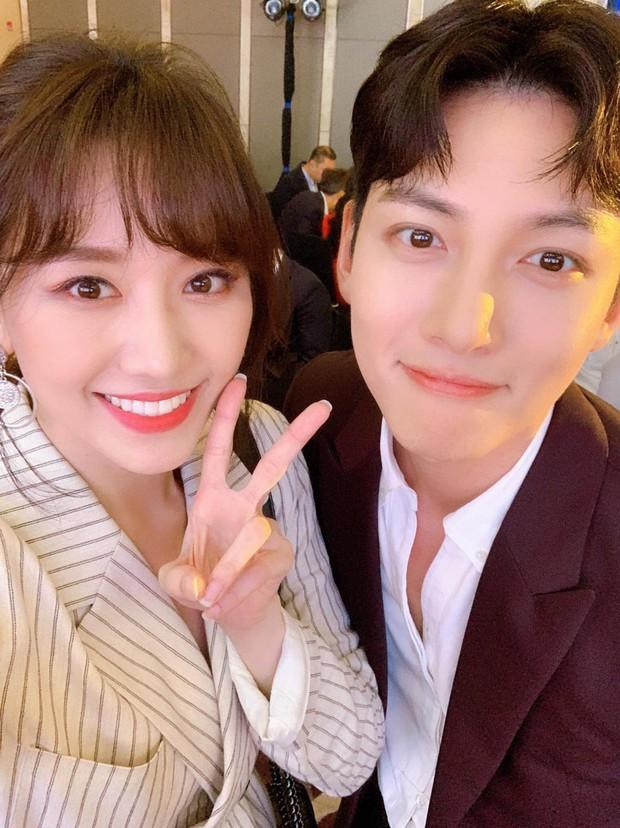 Hari Won đăng ảnh selfie cận mặt Ji Chang Wook, vẻ đẹp cực phẩm của nam tài tử xứ kim chi được phô diễn trọn vẹn - Ảnh 2.