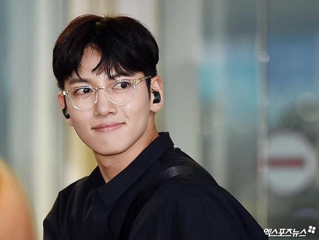 Khoảnh khắc màn ảnh đẹp điên đảo của Ji Chang Wook: Hoàng thượng nào lại có body ngon như cơm mẹ nấu thế này? - Ảnh 1.