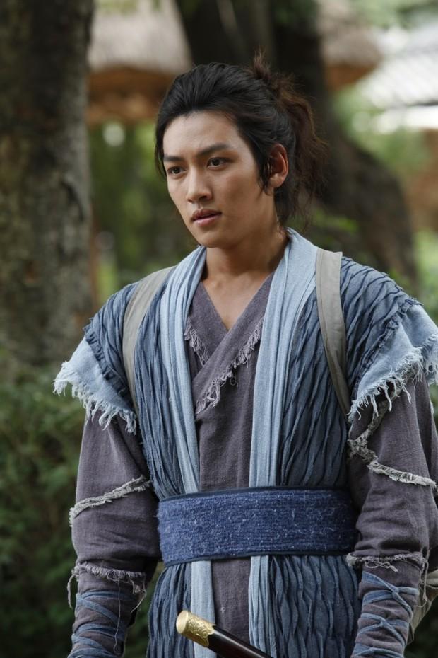 Khoảnh khắc màn ảnh đẹp điên đảo của Ji Chang Wook: Hoàng thượng nào lại có body ngon như cơm mẹ nấu thế này? - Ảnh 3.