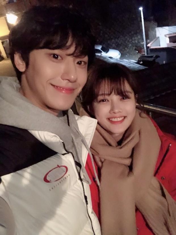 Người tình truyền kiếp của IU trong Hotel Del Luna: Vẻ điển trai lai giữa Park Bo Gum và Jung Hae In? - Ảnh 14.