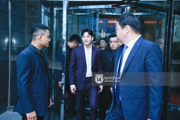 Hari Won đăng ảnh selfie cận mặt Ji Chang Wook, vẻ đẹp cực phẩm của nam tài tử xứ kim chi được phô diễn trọn vẹn - Ảnh 4.