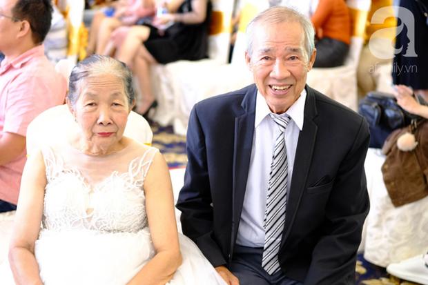 Xúc động cặp vợ chồng lấy nhau 51 năm mới được tổ chức hôn lễ: Bà ấy vui lắm, cười muốn rụng răng luôn - Ảnh 2.