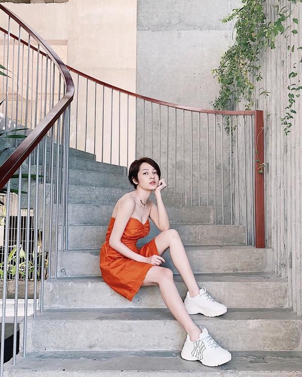 Ăn mặc sành điệu là phải chọn chuẩn từ giày dép: 5 gợi ý từ sao Việt giúp bạn hoàn thiện tủ giày 100% thời thượng - Ảnh 11.
