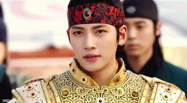 Khoảnh khắc màn ảnh đẹp điên đảo của Ji Chang Wook: Hoàng thượng nào lại có body ngon như cơm mẹ nấu thế này? - Ảnh 5.
