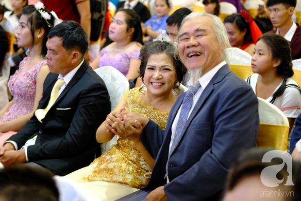 Xúc động cặp vợ chồng lấy nhau 51 năm mới được tổ chức hôn lễ: Bà ấy vui lắm, cười muốn rụng răng luôn - Ảnh 3.