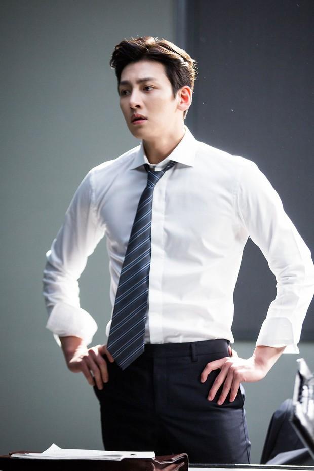 Khoảnh khắc màn ảnh đẹp điên đảo của Ji Chang Wook: Hoàng thượng nào lại có body ngon như cơm mẹ nấu thế này? - Ảnh 12.